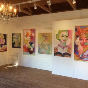 følg malerproces af farverige kvinder på instagram